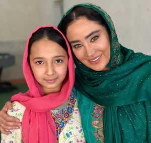 بهاره افشاري با لباس افغاني