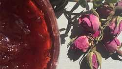 طرز تهيه مرباي گل محمدي خوش طعم