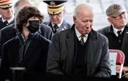 جو بايدن سر قبر پسرش