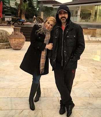 کورش تهامي و همسرش در يک عکس